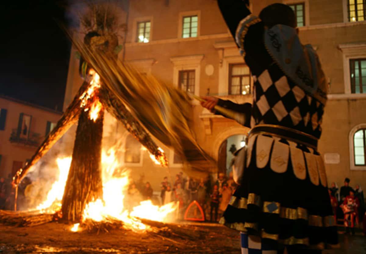 La Torciata di San Giuseppe Pitigliano una tradizione della Maremma